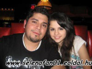 selena_gomez_and_father.jpg